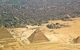 Le piramidi della Piana di Giza in Egitto. Elon Musk ha scritto che sono costruite dagli alieni