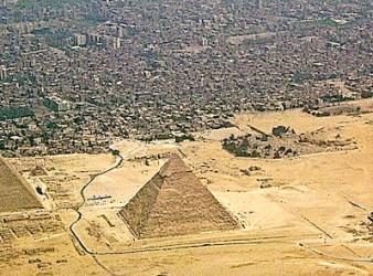 Le piramidi della Piana di Giza in Egitto. Elon Musk ha scritto che sono costruite dagli alieni