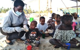 Assistenza a bambini profughi arrivati a Pemba