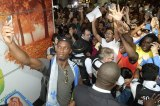 Didier Drogba Mobbed By Fans As He Arrives In Monteal
