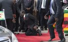 Robert Mugabe Can't Walk Without Asistance Anymore?