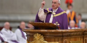 Suicide bombers are not 'martyrs' says Pope Francis