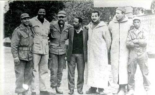 Foto 5: Sempre in Algeria con dei soldati dell'Esercito di Liberazione Nazionale Algerino