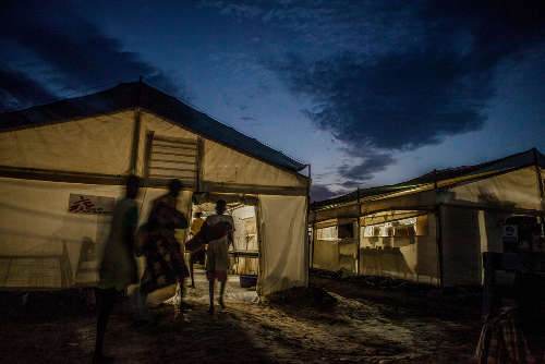 L'ospedale da campo di MSF nel PoC di Bentiu. Foto di Brendan Bannon. Bentiu, Sud Sudan. Settembre 2015.
