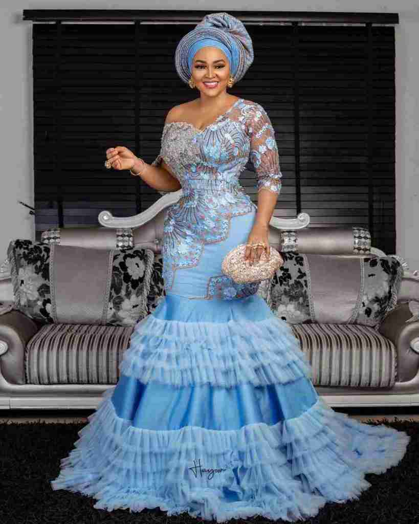 LATEST AND TRENDING NIGERIAN LACE STYLES 2019 22