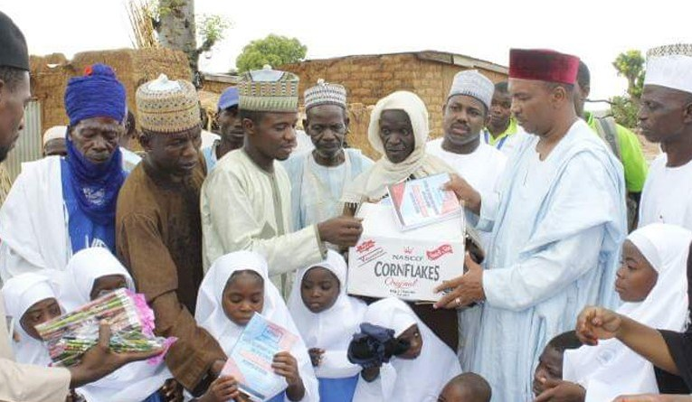 Shara: a Nigerian community where children study under a tree
