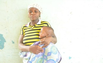 A Shikira mother holding her sick child, affected by the lead poisoning incident - Source - Global Rights Nigeria