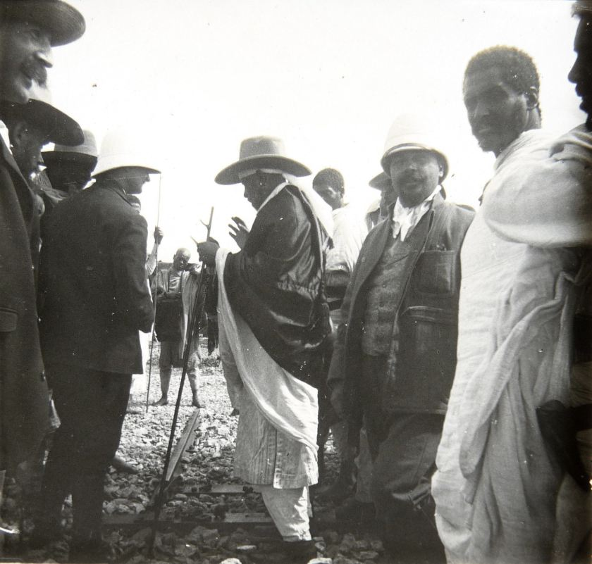 AbyssinieMénélik-II-Empreur-dEthiopieen-visite-chantier-chemin-de-fer.1897-13