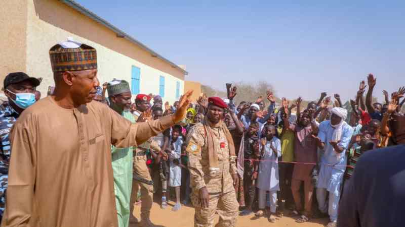 Refugees: Zulum crosses Lake-Chad to meet 5,000 families in Chadian community, shares N50m