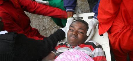 Kenya – Estratte persone vive a sei  giorni dal crollo della palazzina