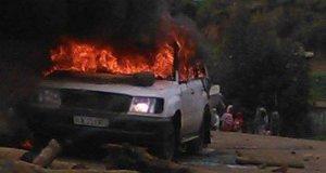 un auto incendiata a gondar