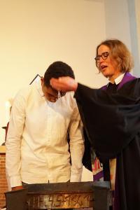 Interkulturelle Kirche in Hamburg: Taufen im Internationalen Gospel-Gottesdienst