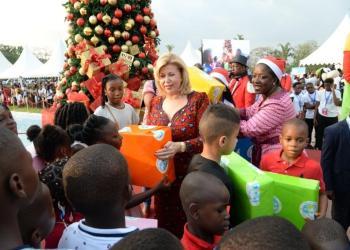 La première dame Dominique Ouattara célèbre l'arbre de noel 2019 avec les tout-petits à Abidjan