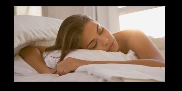 Santé : 5 raisons de mettre deux tranches de citron le soir, à côté de votre lit