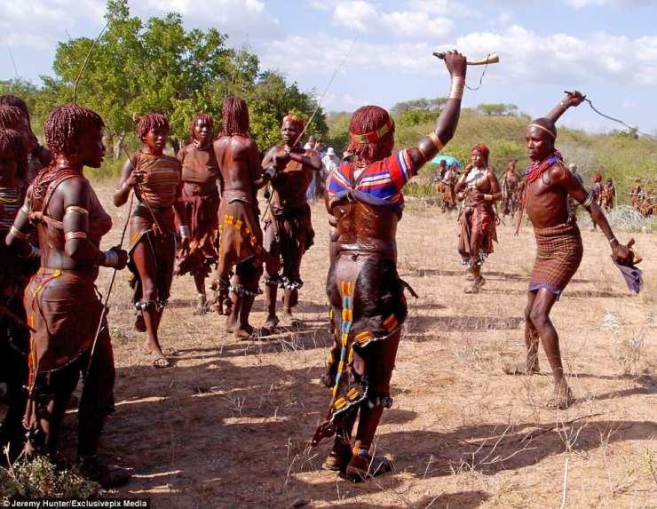 Éthiopie: ces femmes qui supplient les hommes de les fouetter pour prouver leur amour