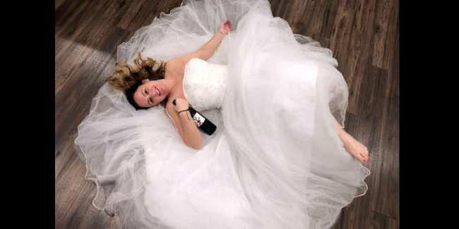 Insolite: Elle organise une fête pour célébrer son divorce (photos)