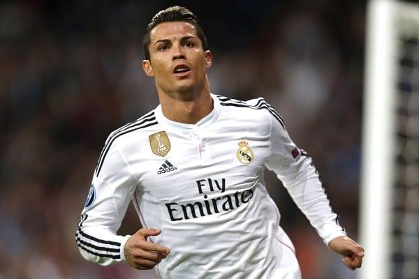Football: Voici pourquoi Cristiano Ronaldo porte des maillots à manches longues