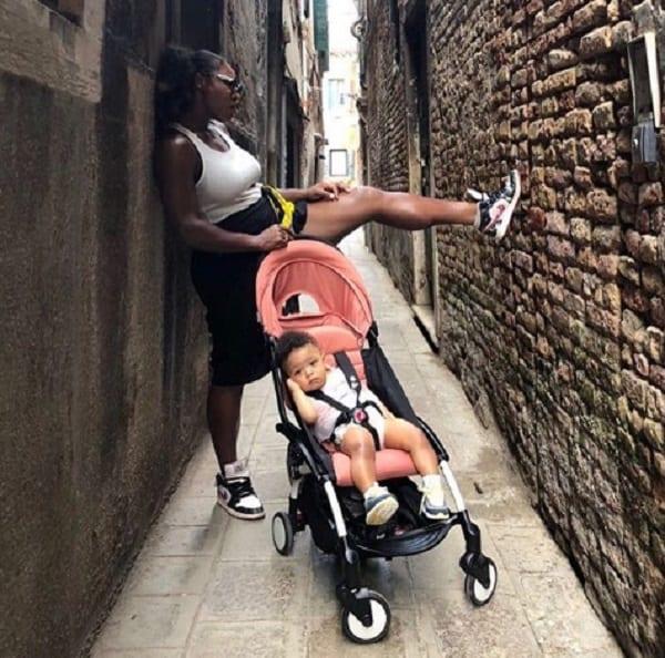 Serena Williams révèle comment sa fille l'a rendue humble lors d'un vol