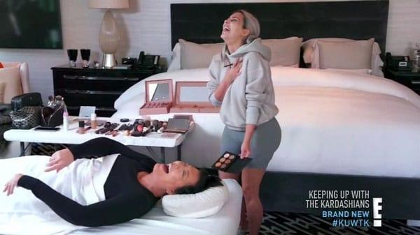 """People: """"obsédée par la mort"""", Kim Kardashian maquille un 'cadavre' à la morgue"""