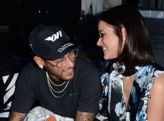 People: Neymar au défilé Off White en compagnie du mannequin Bruna Marquezine