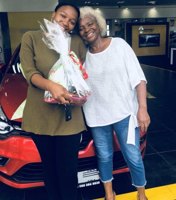 Afrique du Sud : Sa mère lui offre une voiture pour avoir été une bonne fille-Photos
