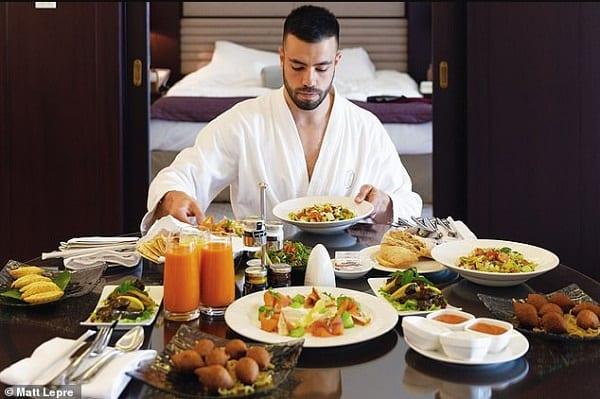 """Ce millionnaire recherche un """"assistant personnel"""" qui sera payé pour voyager et séjourner gratuitement dans des hôtels de luxe."""