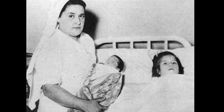 L'incroyable histoire de Lina Medina, qui est devenue maman à l'âge de 5 ans (photos)