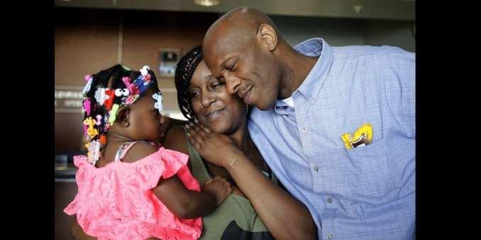 États-Unis : Un homme libéré après plus de 28 ans de prison pour un crime qu'il n'a pas commis (photos)