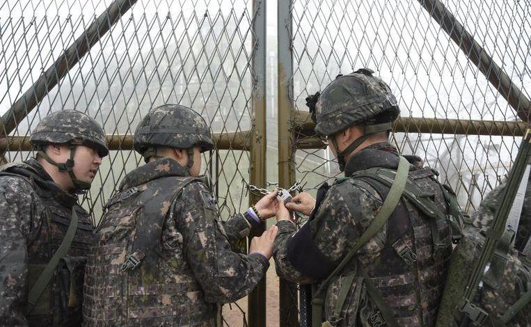 Photo of North and South Korea remove the first 20 guard border posts