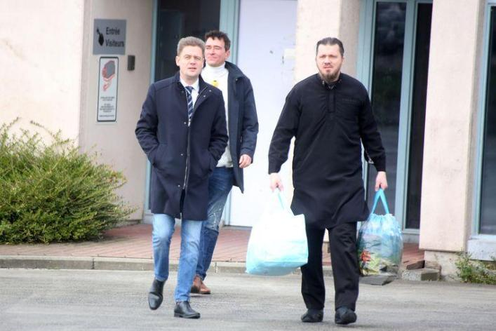 Jean-Louis Denis leaves the prison of Ittre with his lawyers, where he was held for five years.