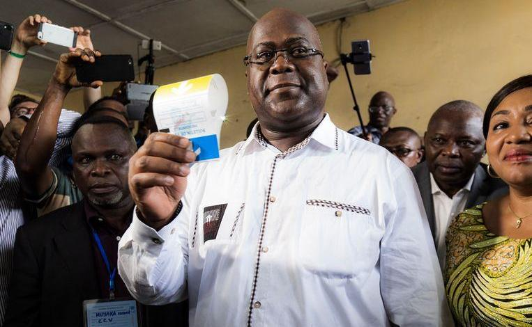 Photo of Congolese presidential candidate cheers with Belgian fake diploma