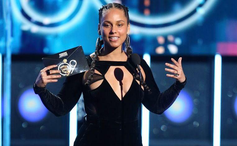 Photo of Alicia Keys presents the Grammy's this year