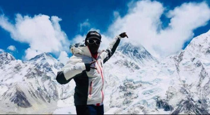 First black African woman to set foot on top of Everest