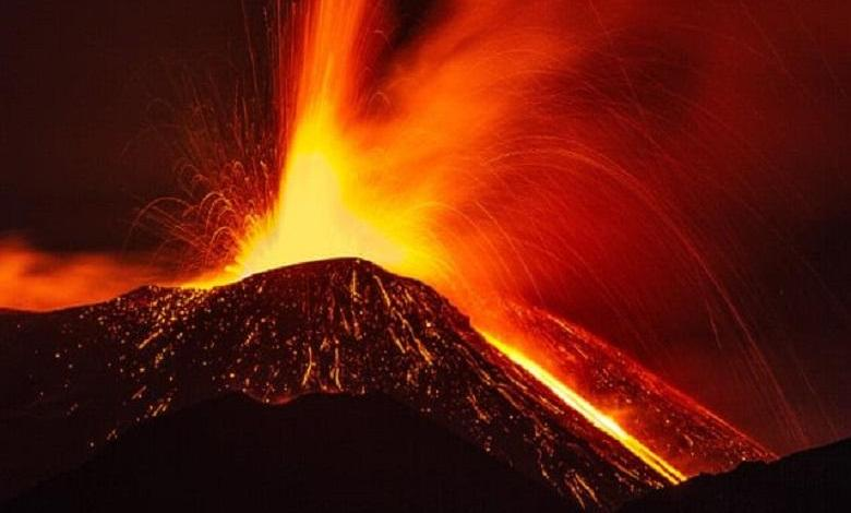 Photo of 4,700 years ago our ancestors were in front row at a volcano eruption