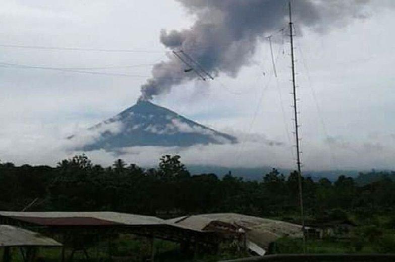 Mount Ulawun: Dangerous volcano Papua New Guinea erupts