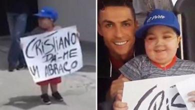 Photo of Ronaldo has Portuguese team bus stop to fulfill sick boy's dream
