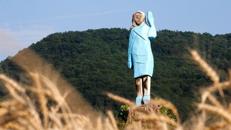 "Photo of The brand new statue of Melania Trump: ""Scarecrow"""