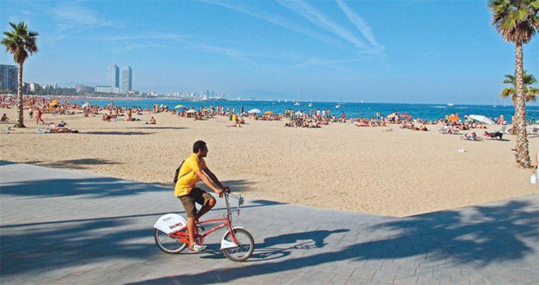 Photo of Beach in Barcelona cleared due to bomb report
