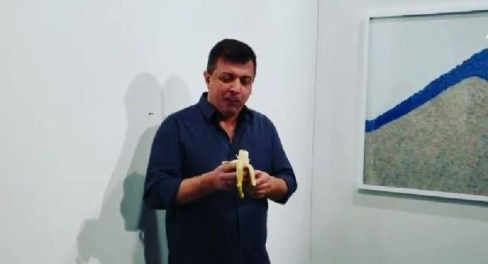 """Hungry artist"" eats $150,000 banana during an art fair"