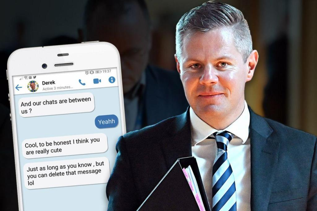 Scottish minister resigns after sending 270 messages to boy (16)