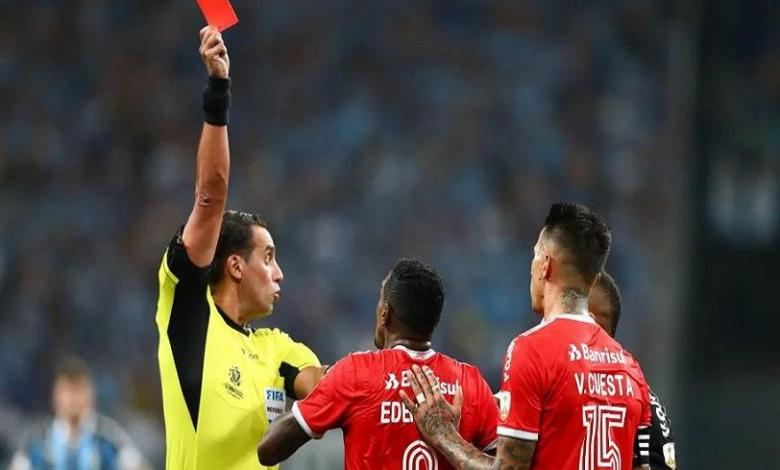 Photo of 8 red cards in 10 minutes: Brazilian derby completely out of hand
