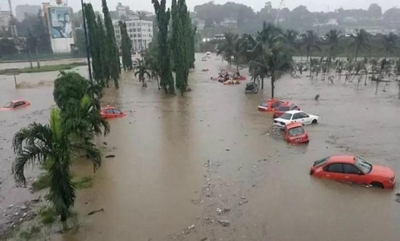 Photo of Flood covers houses in the city of Douala, Cameroon