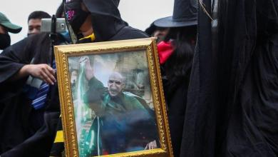 "Photo of Thai students compare king to ""Lord Voldemort"" during protest"