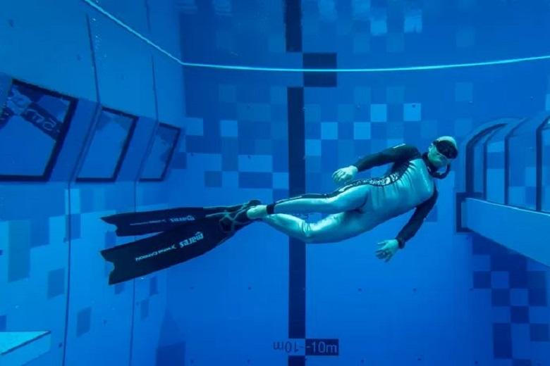 The world's deepest swimming pool for divers opened in Warsaw
