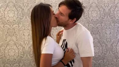 Photo of Intimate kiss of Lionel Messi and Antonella wag on social media