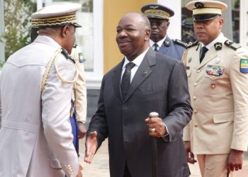 Gabon President Ali Bongo (C) shakes hands at a ceremony in Libreville on August 16, 2019 at the Mausoleum of the Country First President during a wreath-laying ceremony. – President Ali Bongo of Gabon on August 16, 2019, made his first live appearance in public nearly 10 months after suffering a stroke, attending ceremonies in the capital Libreville, an AFP reporter saw. (Photo by STEVE JORDAN / AFP)