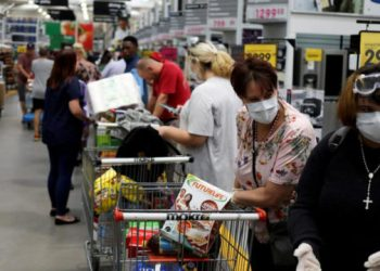 FILE PHOTO: Shoppers stock up on groceries as they wear protective masks to contain coronavirus at a Makro store in Johannesburg, South Africa, March 16, 2020. REUTERS/Siphiwe Sibeko/File Photo