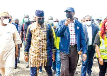 Special Adviser on Works and Infrastructure to Ogun State Governor, Engr. Akeem Adesina; Ogun State Governor, Dapo Abiodun; Minister of Works, Raji Fashola and Special Adviser to the Lagos State Governor, Engr (Mrs) Aramide Adeyooye, during the Town Hall meeting and inspection of the on-going reconstruction of Lagos-Ibadan express road, at Ogere, Ogun State… yesterday