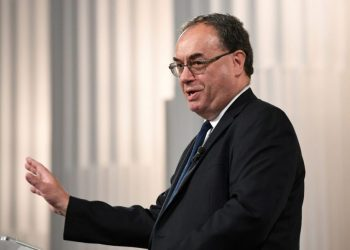 FILE PHOTO: Bank of England Governor Andrew Bailey speaks at the Financial and Professional Services Address, previously known as the Bankers dinner, at Mansion House in London, Britain July 1, 2021. Stefan Rousseau/Pool via REUTERS/File Photo