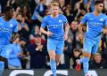 Manchester City's Belgian midfielder Kevin De Bruyne (C) celebrates scoring his team's first goal during the English League Cup third round football match between Manchester City and Wycombe Wanderers at the Etihad stadium in Manchester, northwest England on September 21, 2021. (Photo by Paul ELLIS / AFP)